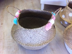 Garland (white, pink, blue) belly basket